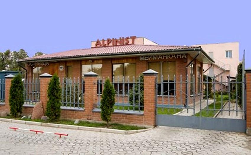 the-alpinist-hotel