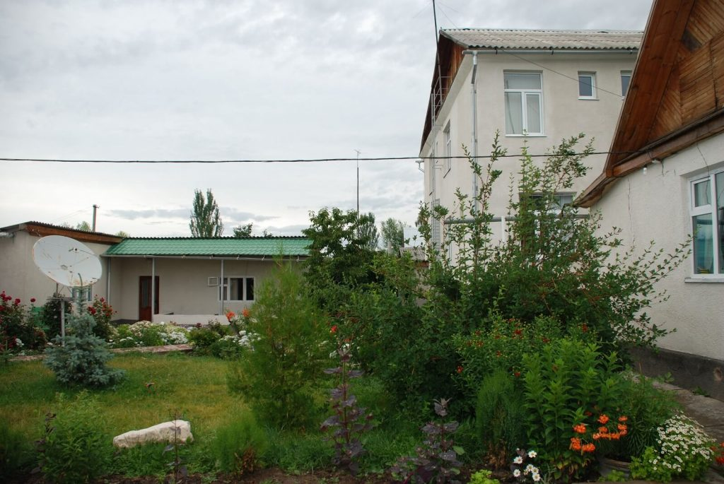 Guest-House-Green-Yard