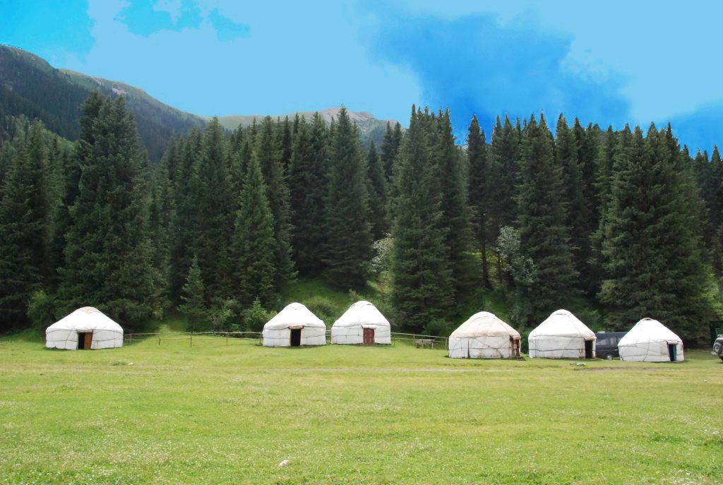 Yurt-camp-in-Dshety-Ogus
