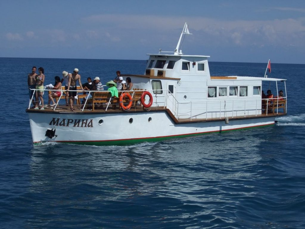 boat-riding-in-issyk-kul