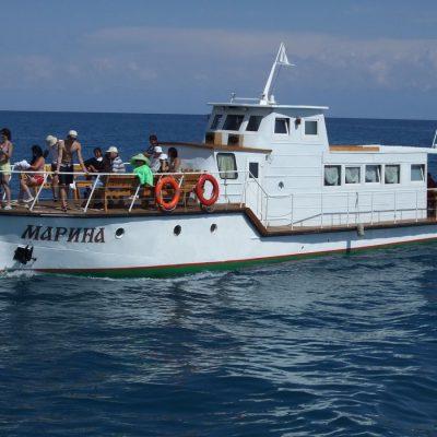 boat-riding-in-issyk-kul
