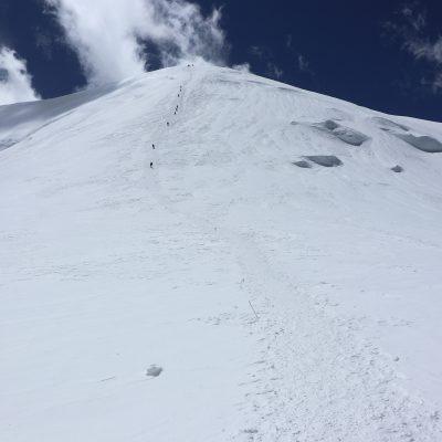 way to Razdelnaya Peak